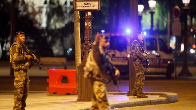 Под Парижем обыскали дом террориста, расстрелявшего полицейских