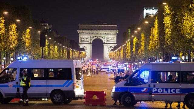 Подозреваемый в теракте в Париже сам пришел в полицию