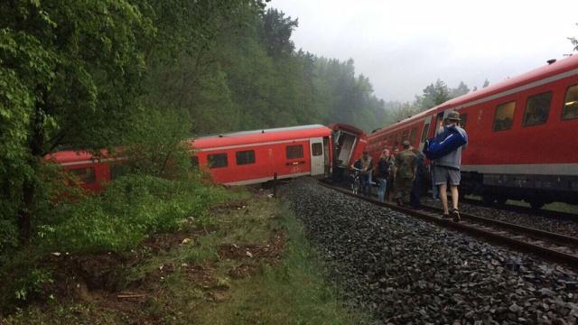 В Германии из-за селя сошел с рельсов поезд