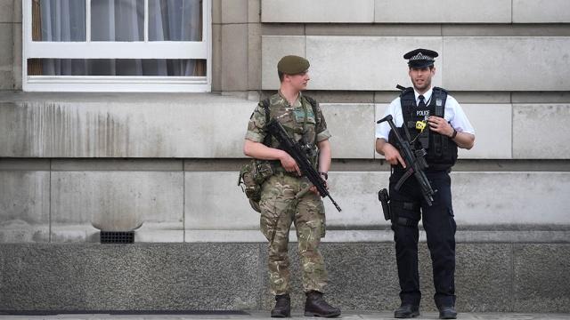 У посольства РФ в Лондоне появилась военная охрана