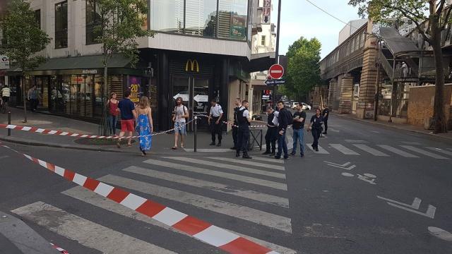 В парижском Макдоналдсе произошла стрельба
