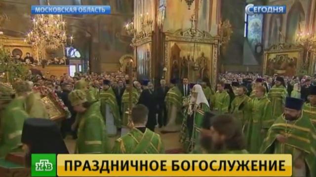 патриарх кирилл провел божественную литургию честь святой троицы