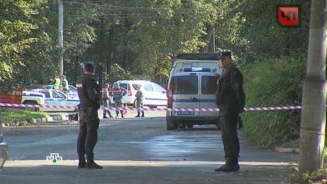 Мужчина открыл стрельбу в подмосковном поселке: есть погибший и раненые