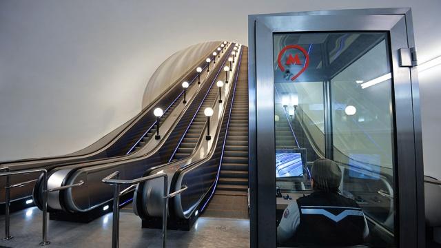 Семь китайцев упали на эскалаторе в московском метро