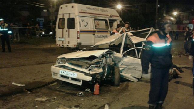 В Саратове произошла массовая авария с участием 5 машин и мотоцикла