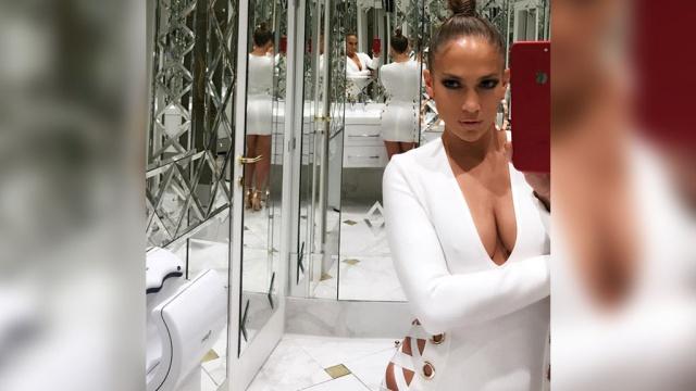 дженнифер лопес шокировала поклонников снимком белья уборной