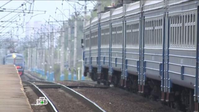 Мужчина погиб под колесами поезда в Подмосковье