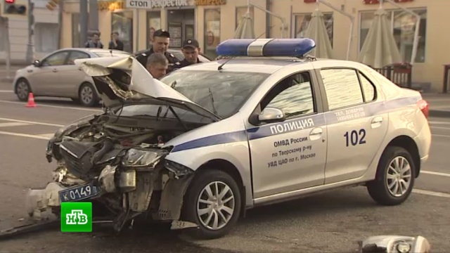 Трое полицейских пострадали во время преследования Mercedes в Москве
