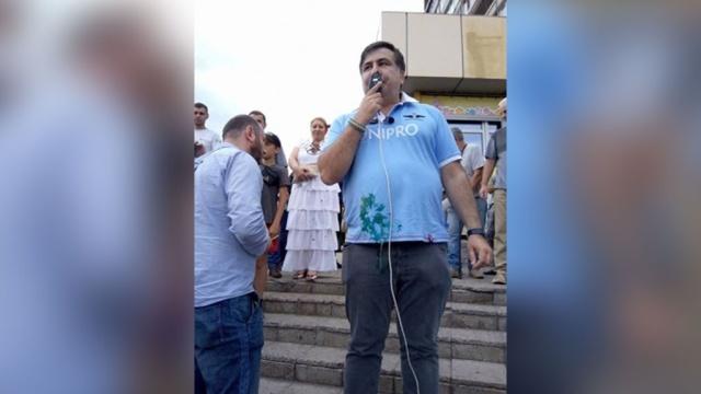 Саакашвили в Кривом Роге закидали яйцами и зеленкой