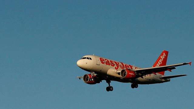 Самолет экстренно сел в Лиссабоне из-за нюхавших кокаин пассажиров