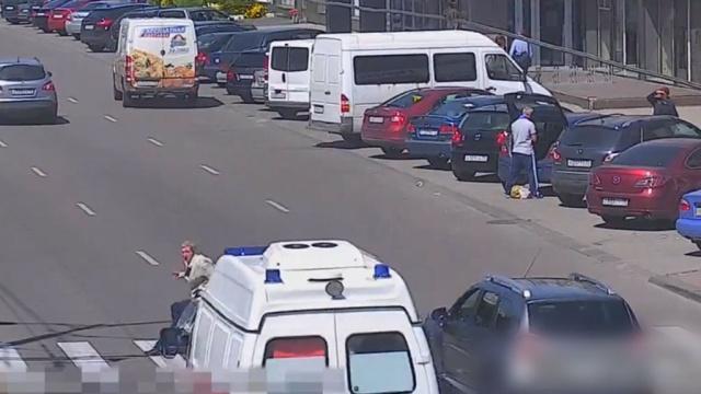В Калининграде скорая переехала пешехода на зебре: видео
