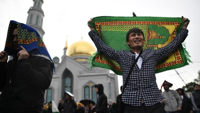 В Москве праздничные молитвы собрали 250 тысяч мусульман