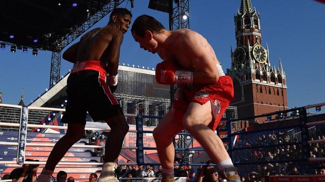 Олимпийский чемпион по боксу Мехонцев победил Пердомо на Красной площади