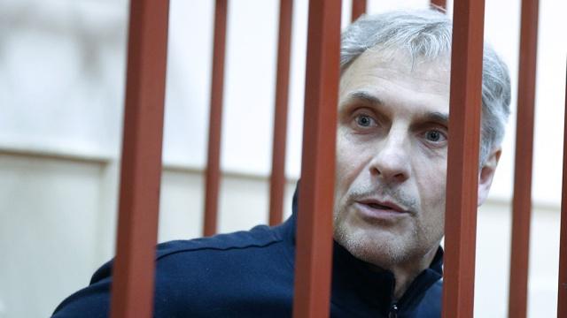 Экс-губернатору Сахалина Хорошавину вызвали скорую в суд