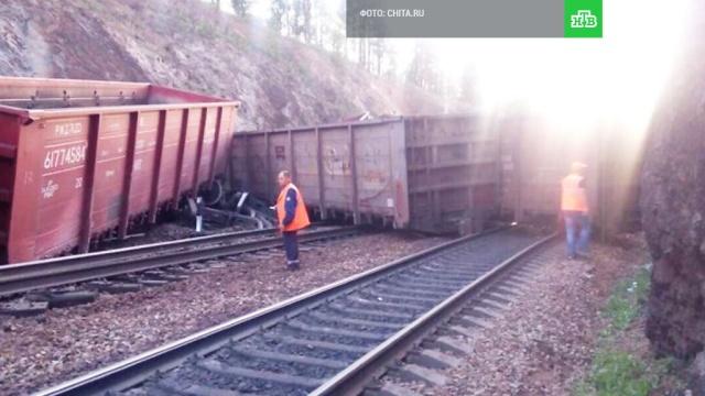 В Забайкалье 23 вагона грузового поезда сошли с рельсов