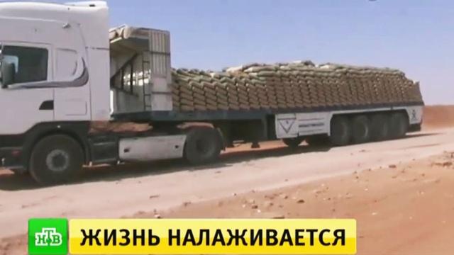 Сирийцы везут продукты в новую зону деэскалации в Даръа