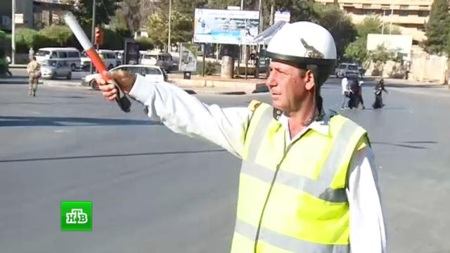 Руководство сирийской ГАИ проверяет чистоту рубашек подчиненных