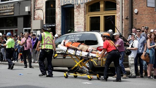 В охваченном беспорядками Шарлотсвилле пострадали более 30 человек