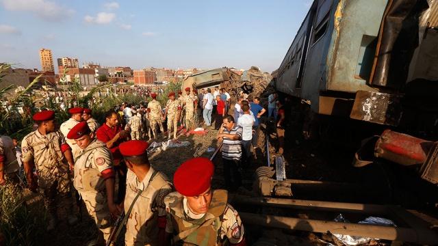 Египетский чиновник умер при виде погибших в столкновении поездов