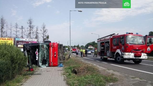 В Польше перевернулся пассажирский автобус, много раненых
