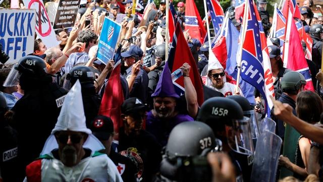 В штате Вирджиния введен режим ЧП из-за беспорядков