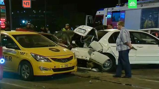 На северо-западе Москвы столкнулись 6 автомобилей