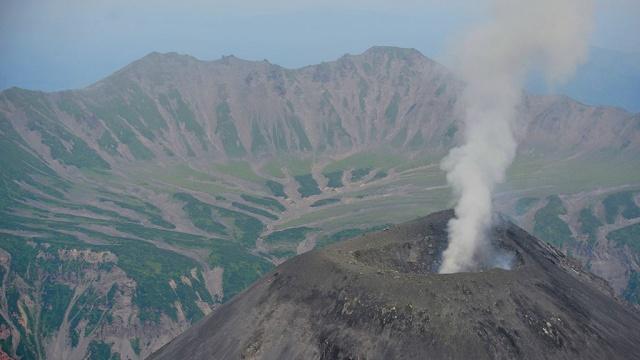 Карымский вулкан выбросил столб пепла высотой 2,5 км