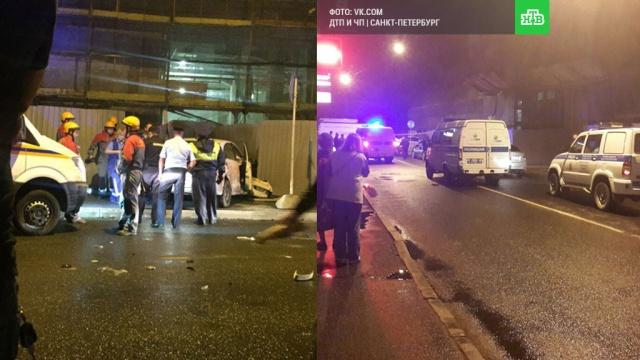 В центре Петербурга автомобиль сбил группу пешеходов, погибла женщина