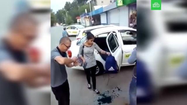 Умывшие девушек зеленкой хабаровские таксисты уволены