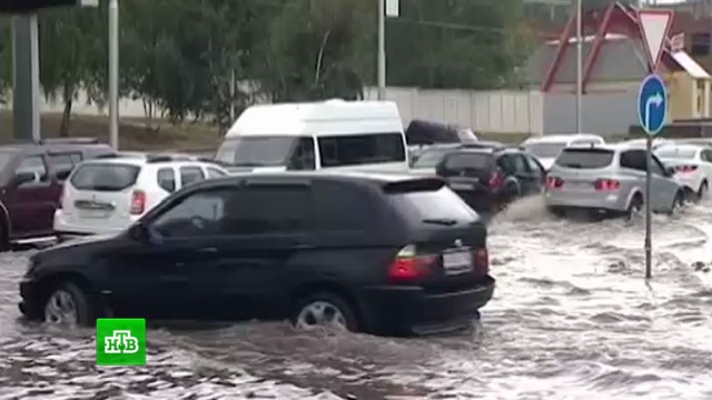 В Уфе коммунальщики всю ночь боролись с потопом после аномальных ливней