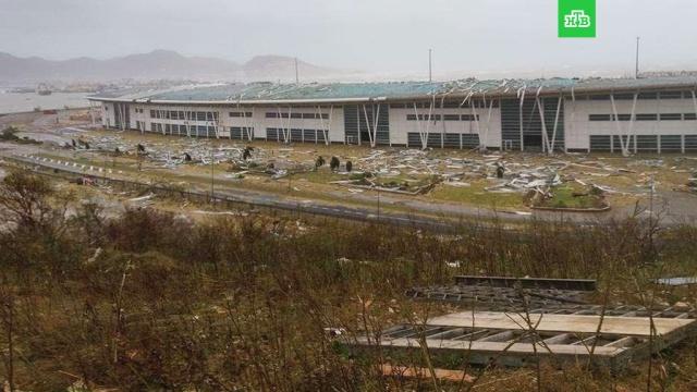 Ураган Ирма разрушил знаменитый аэропорт на острове Сен-Мартен