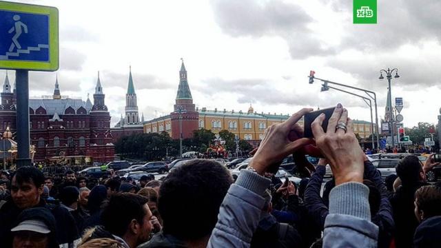 Тропический ливень спугнул участников акции в центре Москвы
