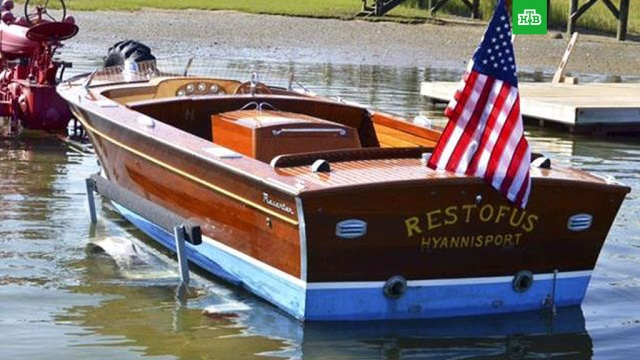 Моторную лодку и плавки Джона Кеннеди продали с аукциона