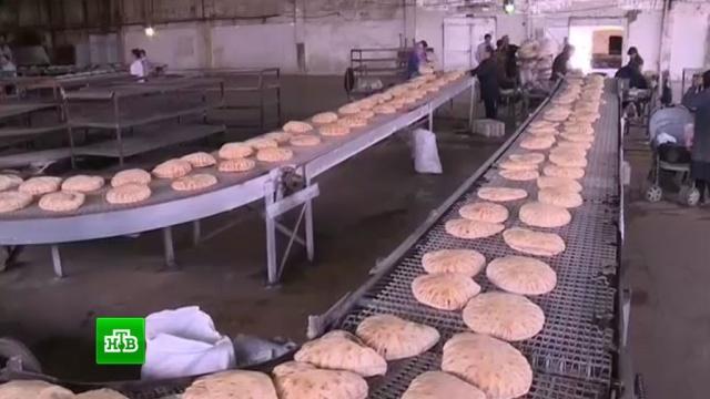 Российские военные в Сирии ведут переговоры о поставках хлеба в зоны деэскалации