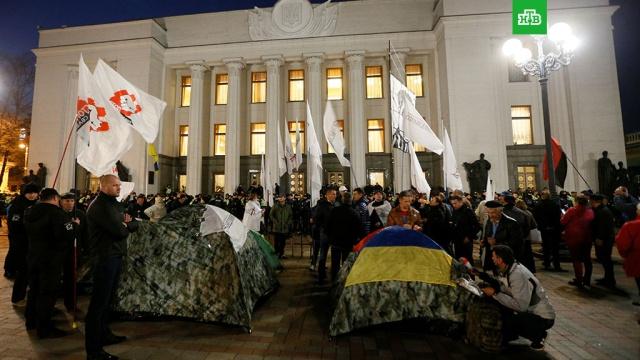 Власти Украины пообещали не сносить палатки протестующих в Киеве