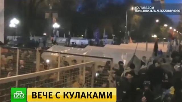 Потасовки и стычки с полицией: у Рады завершилось созванное Саакашвили вече