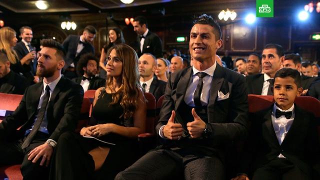 Криштиану Роналду стал лучшим футболистом года по версии ФИФА