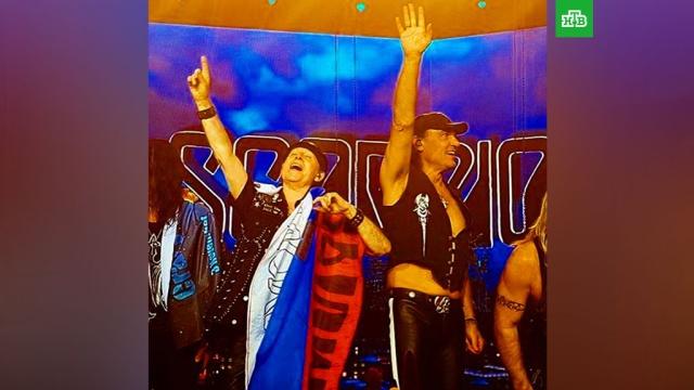 Scorpions подняли российские флаги на концерте в Петербурге