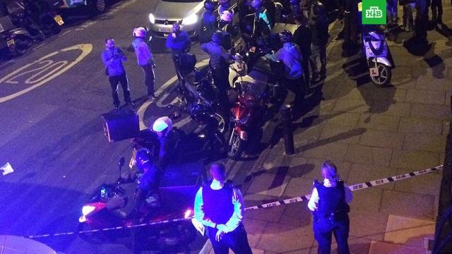 В Лондоне задержали подростков, плескавших людям кислотой в лицо