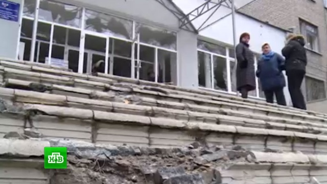 Украинские силовики обстреляли улицы Донецка крупнокалиберными снарядами