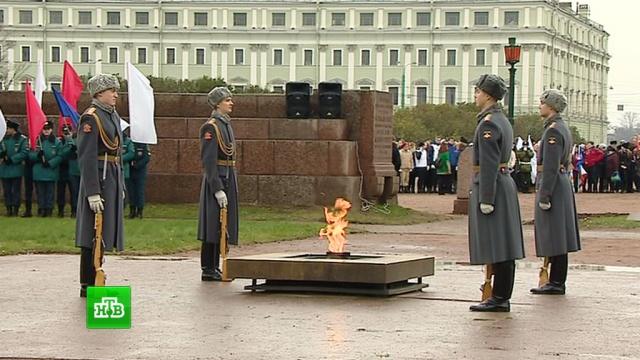 Символ мужества и памяти: старейшему Вечному огню в России исполнилось 60 лет