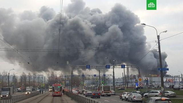 севере петербурга тушили серьезный пожар промзоне