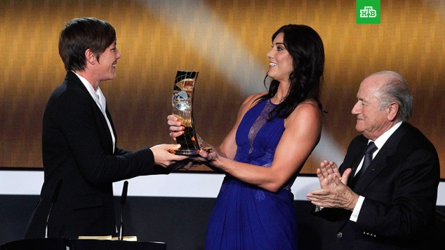 Американская футболистка обвинила в домогательствах экс-главу ФИФА Блаттера