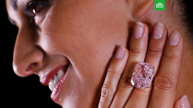 крупнейший мире розовый бриллиант сняли торгов женеве