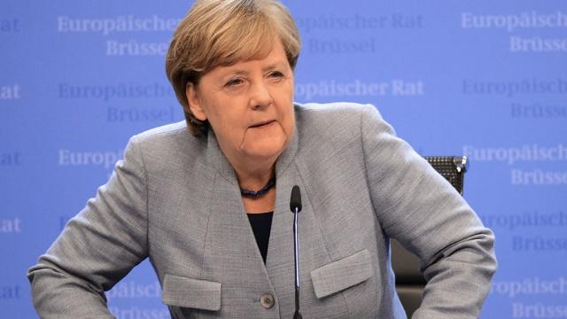 Меркель призвали уйти в отставку с поста канцлера