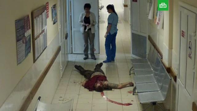 Главврач прокомментировал смерть окровавленного мужчины в коридоре больницы
