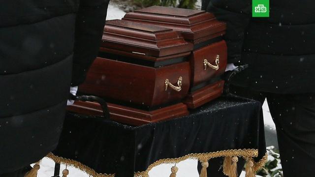 Урну с частью праха Дмитрия Хворостовского захоронили в Москве