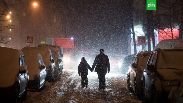 МЧС: в Московском регионе объявлено экстренное предупреждение в связи со снегопадом