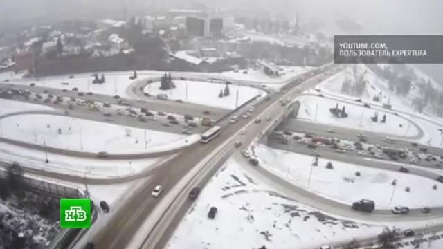 Бело и чисто: снегопад и транспортный коллапс не расстроили россиян