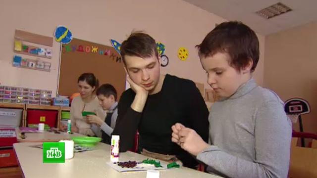 В инклюзивной московской школе учеников с аутизмом изолировали от других детей